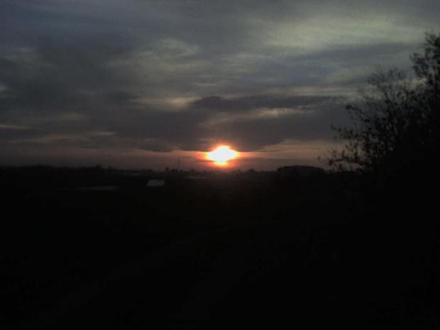 Zachód słońca widziany z mojego podwórka. #ZachódSłońca #Niebo