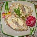 Sałatka jarzynowa ze śledziem .Przepisy na : http://www.kulinaria.foody.pl/ , http://www.kuron.com.pl/ i http://kulinaria.uwrocie.info #sałatki #śledź #śniadanie #jarzyny #kolacja #jedzenie #kulinaria #gotowanie #PrzepisyKulinarne