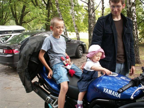 A Maks od razu zabrał na motor dziewczynę