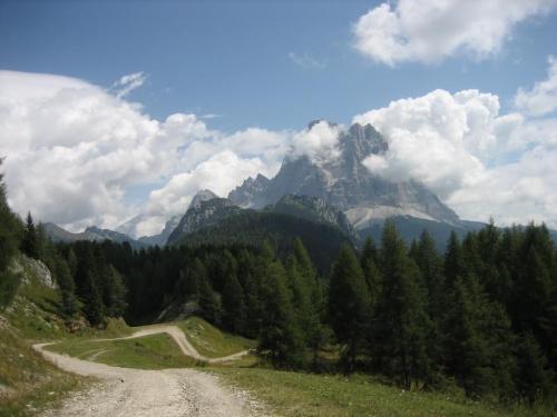 Monte Pelmo (3168 m) widziany z podejścia na Monte Fertazza #góry #Dolomity #Włochy