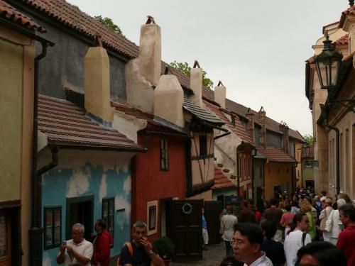 Złota uliczka - nazwa pochodzi od warsztatów złotniczych z XVIIw. #Praga