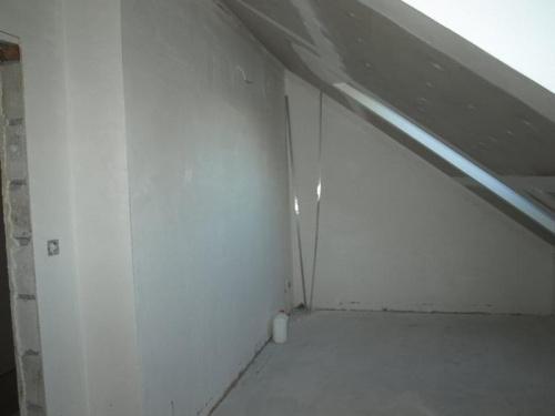 malutki pokoik skrócony o korytarzyk nad garaż