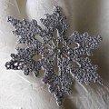 gwiazdka szydełkowa z nici bawełniano -metalicznej, bardzo cieniutkiej. #gwiazdki #koronka #OzdbyŚwiąteczne #rękodzieło #szydełko #śnieżynki